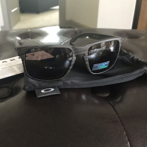 1da7ce44434 Brand New Oakley Polarized Woodgrain Holbrook